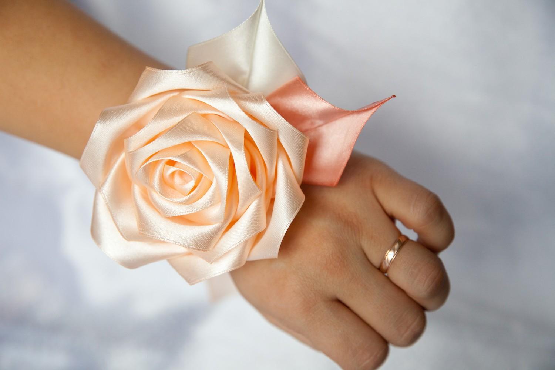 Цветы на руку для подружек невесты